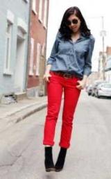 С чем носить красные брюки: стили и идеи наборов