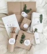 Как обернуть подарок в бумагу и скотч?
