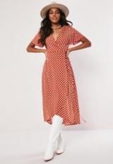 Красное платье и белый: фото и описание