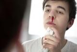 Насморк с кровью при простуде у взрослых: причины