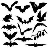 Декор и конфеты в виде летучих мышей на Хэллоуин